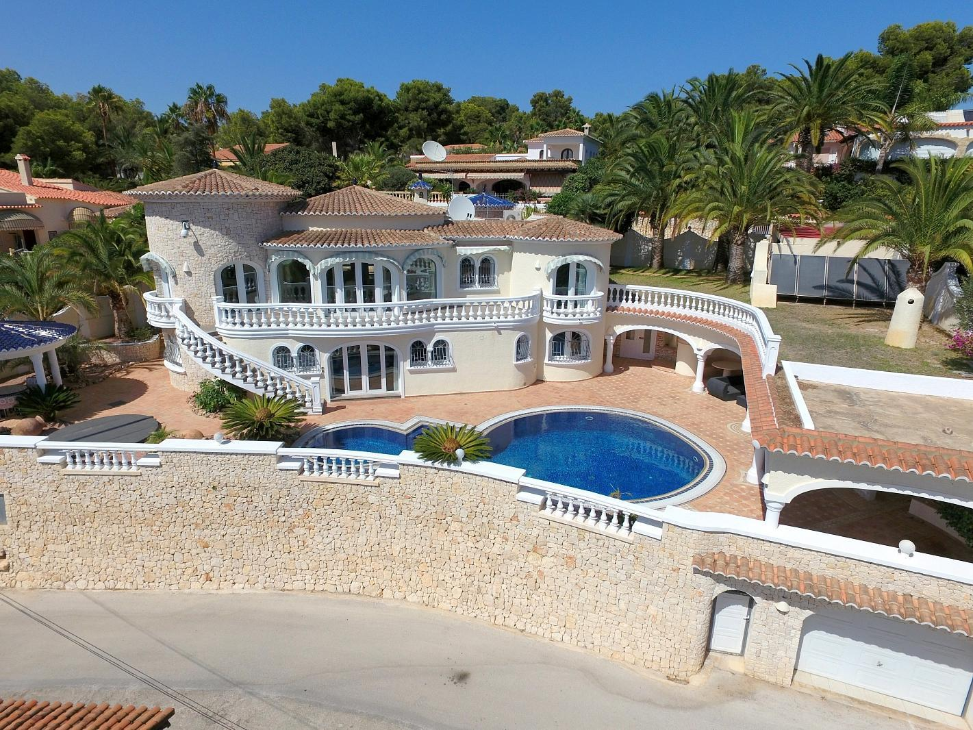 Luxury villa close the sea with a guest accomodation in Benissa